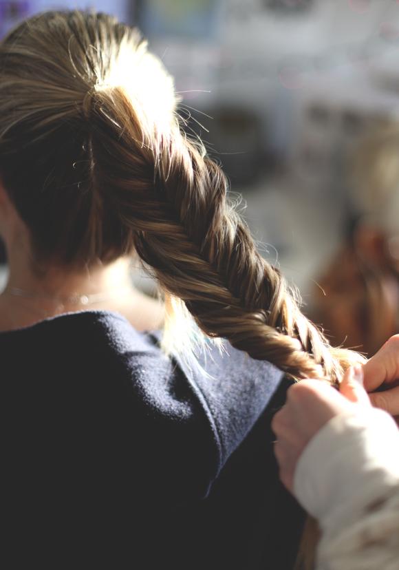 フィッシュボーンの簡単なやり方!【アレンジ・編み込み・ミディアム・サイド】のサムネイル画像
