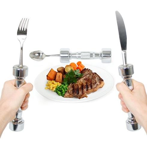 筋トレ食事メニュー徹底解説!摂るタイミングはトレーニング前?後?のサムネイル画像