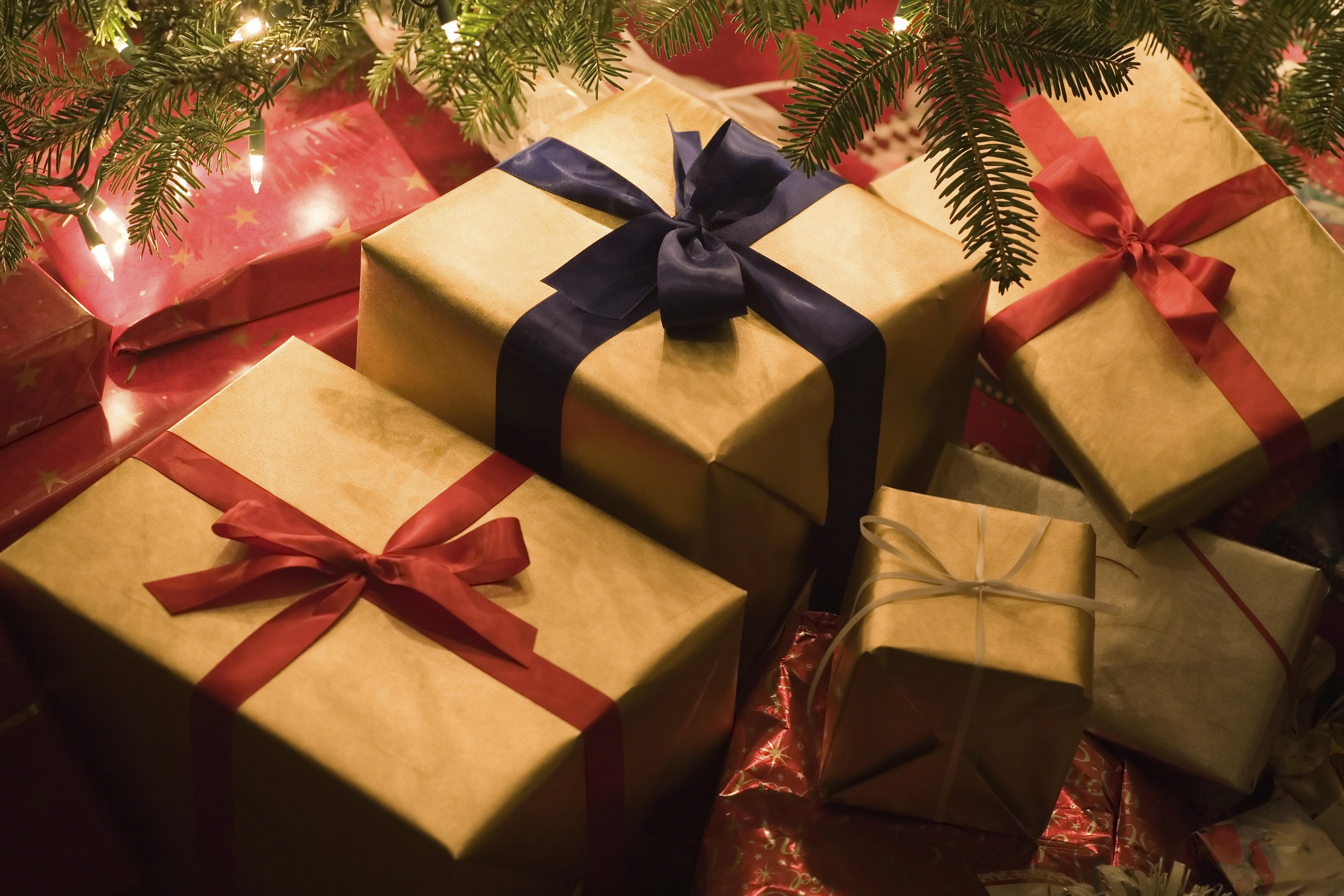 クリスマスプレゼントは彼女が高校生ならペアグッズやアクセサリーがおすすめ!のサムネイル画像