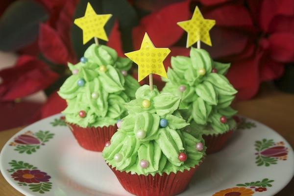 手作りクリスマスケーキのデコレーションアイデア・デザイン&レシピ・やり方まとめのサムネイル画像