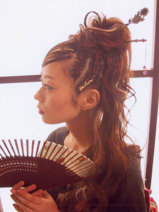 成人式の髪型・ヘアセットカタログ!ロングやショート等ヘアスタイル別に紹介のサムネイル画像