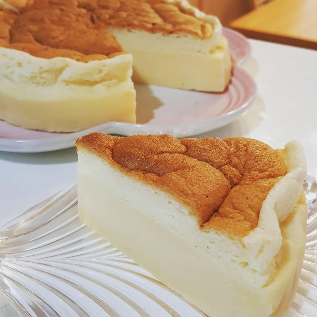 【魔法のケーキ】マジックケーキのレシピ!失敗しない3層ケーキの作り方&レシピ本のサムネイル画像