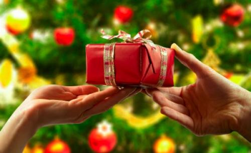 クリスマスのサプライズ演出特集!彼女・彼氏への人気プレゼントも紹介のサムネイル画像