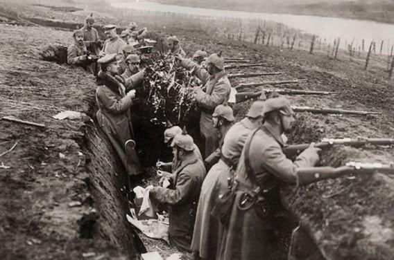 クリスマス休戦って何?映画やCMにもなった第一次大戦の奇跡とは?のサムネイル画像