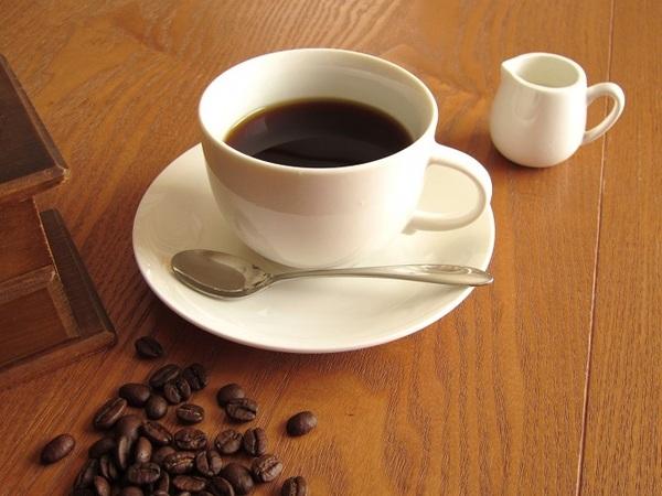 スタバのカフェミストとは?美味しいカスタマイズとカロリーを紹介!お得な裏技ものサムネイル画像