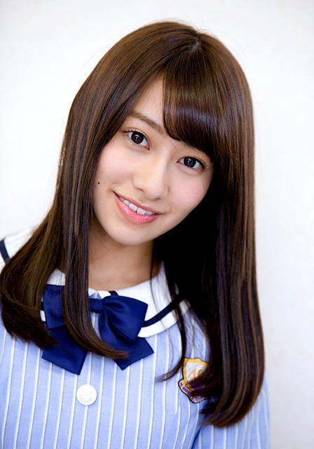 ブロンドヘアーの桜井玲香さん