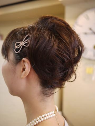 【結婚式の髪型】ショート・ボブをお呼ばれ用に自分で簡単ヘアアレンジ!のサムネイル画像