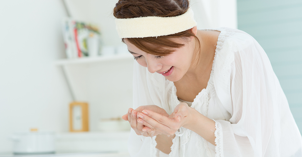炭酸水洗顔の効果・やり方!パックにも使えてニキビ跡やアトピーにも効く?のサムネイル画像