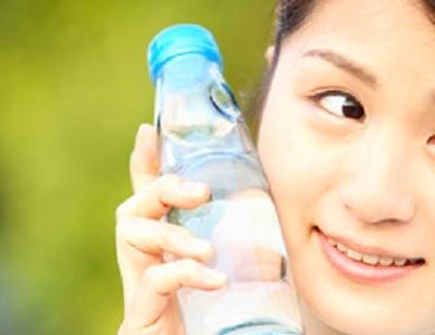 炭酸水ダイエットの効果とやり方!成功率を上げる飲み方や口コミのサムネイル画像
