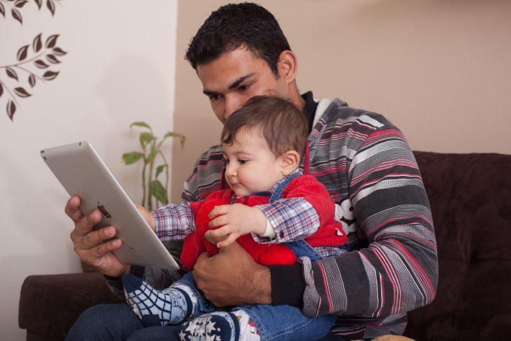 シングルファザーの子育てや生活の悩みは?恋愛・仕事・支援についてのサムネイル画像