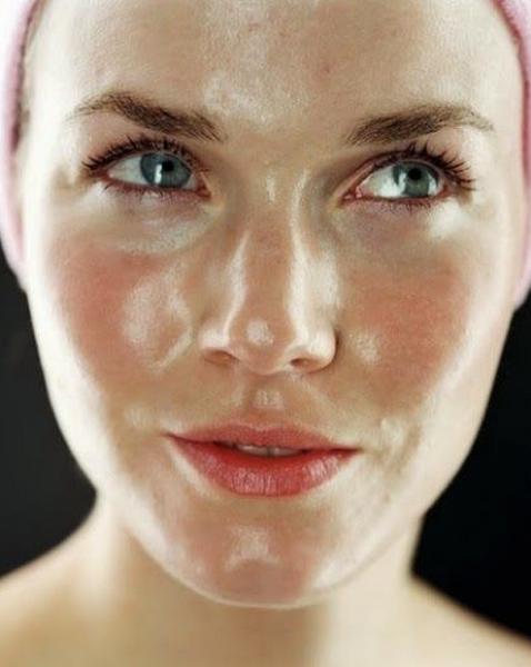 ファンデーションの上手な選び方!色や肌質別にピッタリなものを紹介!のサムネイル画像