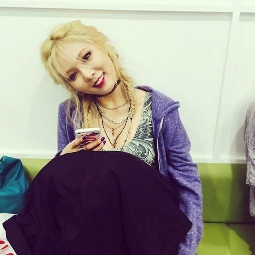 韓国人歌手キム・ヒョナのメイクや髪型まとめ!セクシーな私服画像も!のサムネイル画像