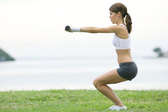 スクワットは腹筋よりダイエット効果あり!スクワットで腹筋は割れる?