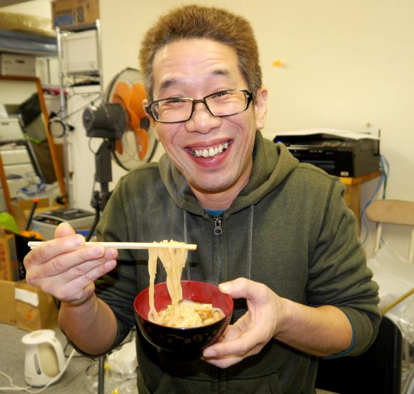 どん兵衛をレンジでチンするだけで生麺になる?レシピ大公開!のサムネイル画像