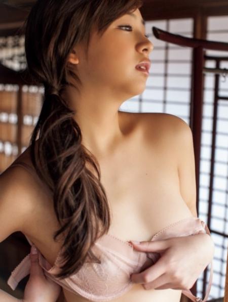 佐山彩香のセクシー画像集!水着・グラビアも!ヌード挑戦の理由は?のサムネイル画像