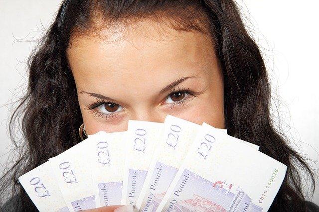 宝くじに当たった人の人生まとめ!税金や手続きはどうするの?のサムネイル画像
