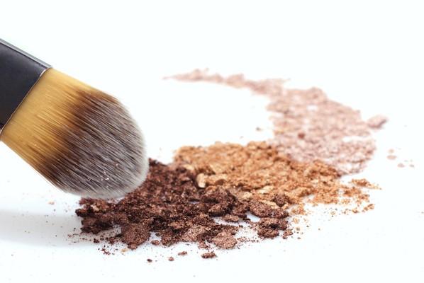 乾燥肌におすすめファンデーションの選び方!プチプラ&リキッドが優秀?のサムネイル画像