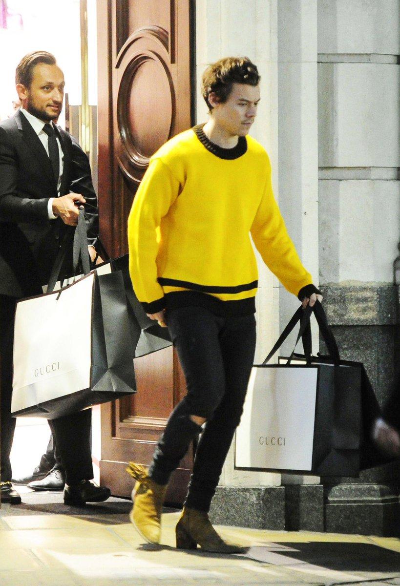 ハリー・スタイルズのファッション調査!私服のブーツやスキニーのブランドは?のサムネイル画像