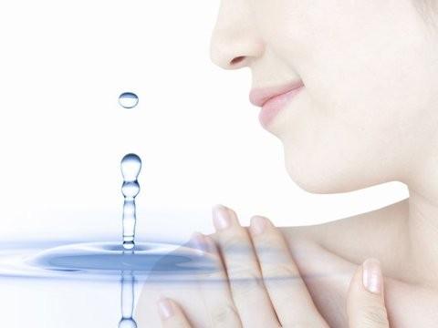 どくだみ化粧水の作り方から効果・効能まとめ!シミ消しに最適?のサムネイル画像