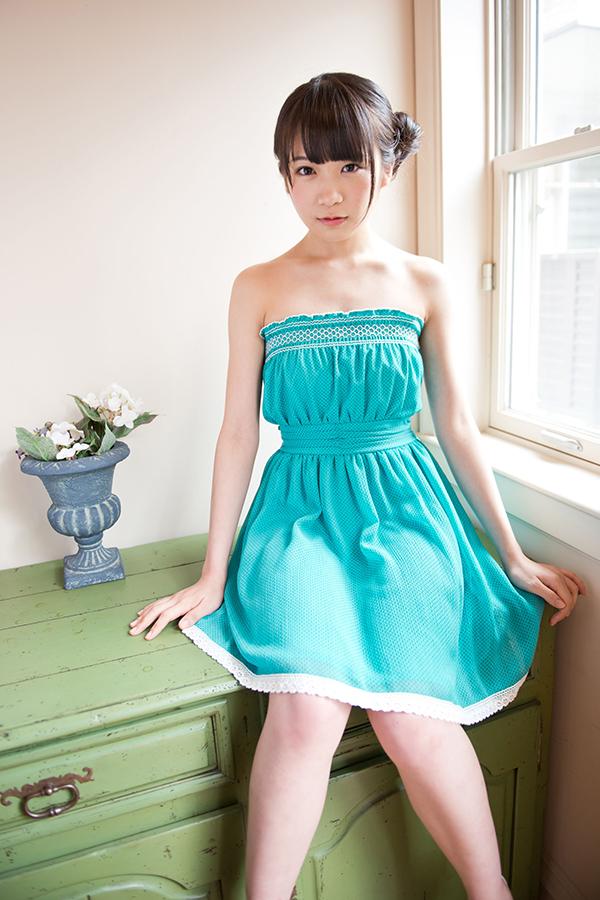秋元真夏のかわいい画像まとめ!グラビアから私服まで!のサムネイル画像