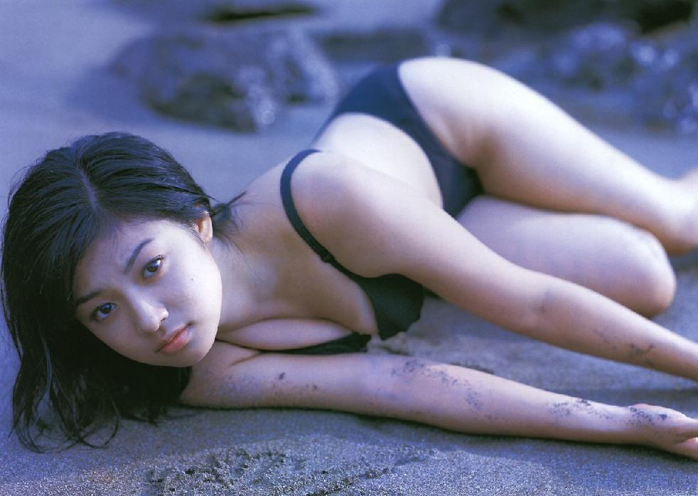 芸能人の水着画像!ビキニカップ数別まとめ!主役級女優のお宝セクシー写真のサムネイル画像