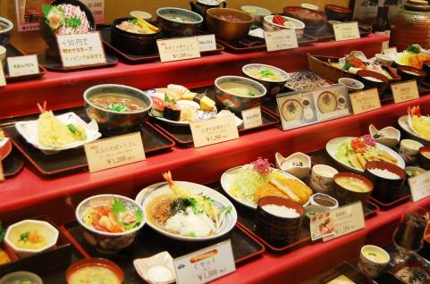 糖質制限中の外食で摂りたいおすすめメニューやチェーン店を調査!のサムネイル画像