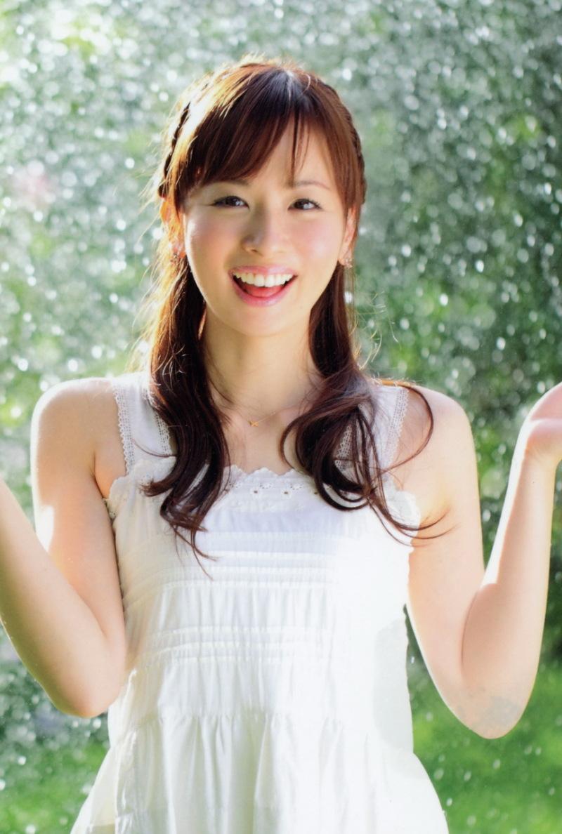 皆藤愛子は現在喫煙してる?彼氏や結婚事情を徹底調査しました!のサムネイル画像