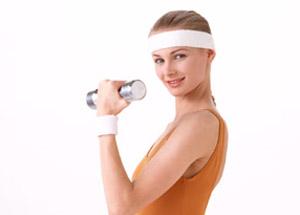 ダンベルを使った胸筋の筋トレ方法!女性向けや自宅で出来る方法を紹介!のサムネイル画像