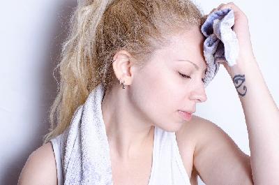 寝すぎからくる頭痛の治し方!眠い時でもおすすめの頭痛薬をご紹介のサムネイル画像