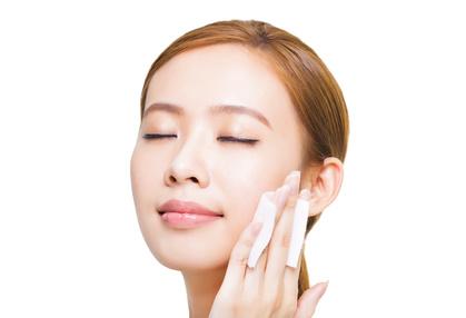 化粧水と乳液の違いとは?正しい順番や使い方まとめ!【メンズも必見】のサムネイル画像