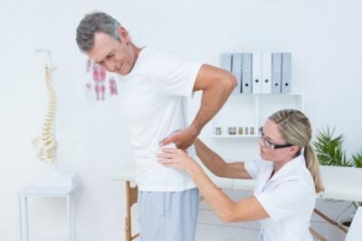 寝すぎると腰痛が!背中の痛み・肩こりもひどくなる原因をまとめましたのサムネイル画像