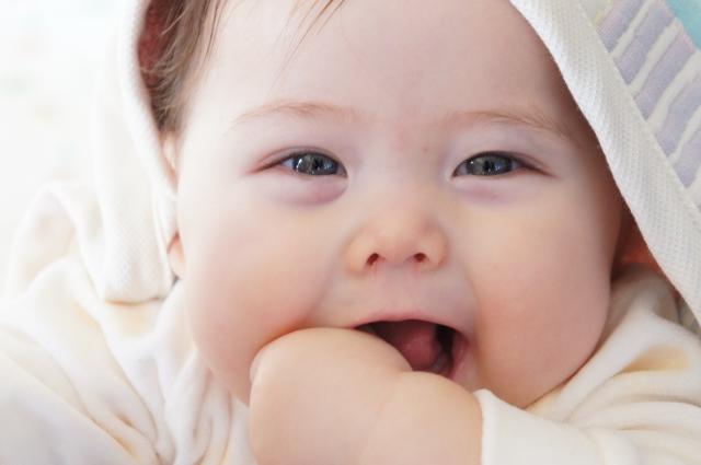 赤ちゃんや新生児が寝すぎるのはよくない?原因と知っておきたい病気の知識のサムネイル画像