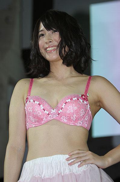 広瀬アリスの下着画像集!ピンクのブラが超セクシー!胸のカップは?のサムネイル画像