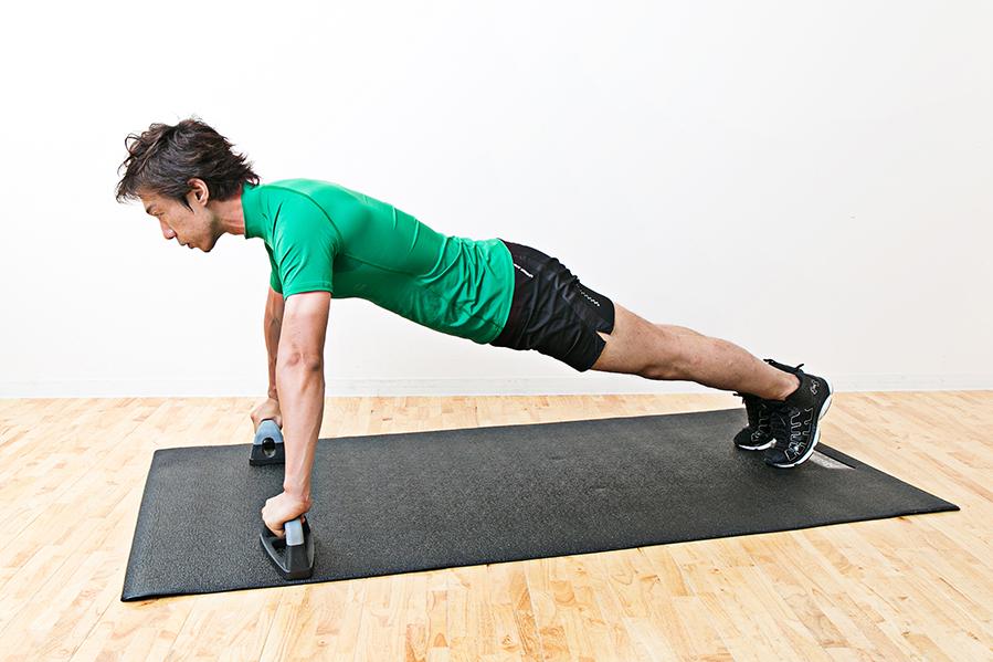 プッシュアップバーの使い方と効果!腹筋・背筋・上腕三頭筋を鍛える使い方