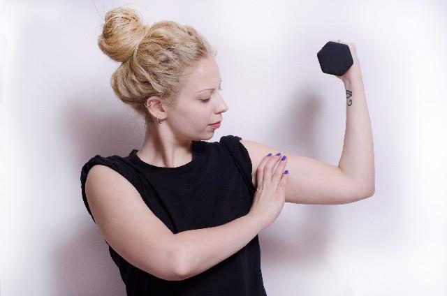 広背筋の筋トレ・鍛え方まとめ!自宅で器具なし、女性も簡単に!のサムネイル画像