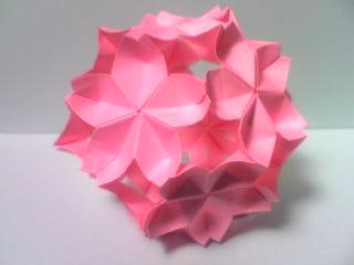 折り紙の立体的な星の簡単な折り方・作り方まとめ!切る方法もアリます!のサムネイル画像