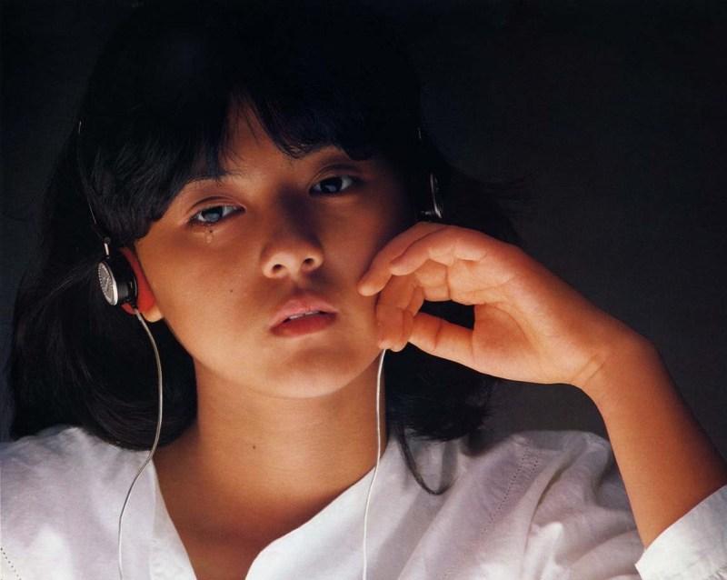 薬師丸ひろ子の出演映画まとめ!【野性の証明/セーラー服と機関銃】のサムネイル画像