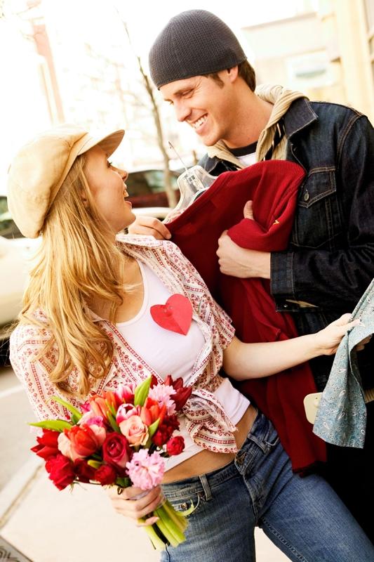 バレンタインデートのプラン紹介!人気スポットや服装も!誘う方法は?