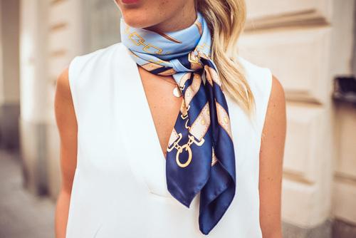 スカーフのコーデ術まとめ!簡単・シンプルな巻き方で春をお洒落に!