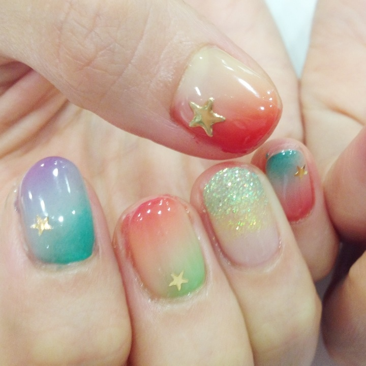 ネイルを短い爪で楽しもう!可愛いショートネイルデザイン特集!のサムネイル画像