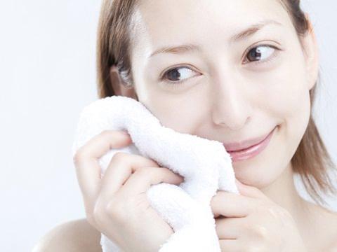 馬油の顔の使い方まとめ!ニキビ・洗顔・アトピーの効果は?のサムネイル画像