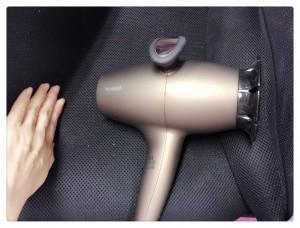 ネイルを早く乾かす方法と適正時間を調査!ネイルドライヤーが超便利!のサムネイル画像