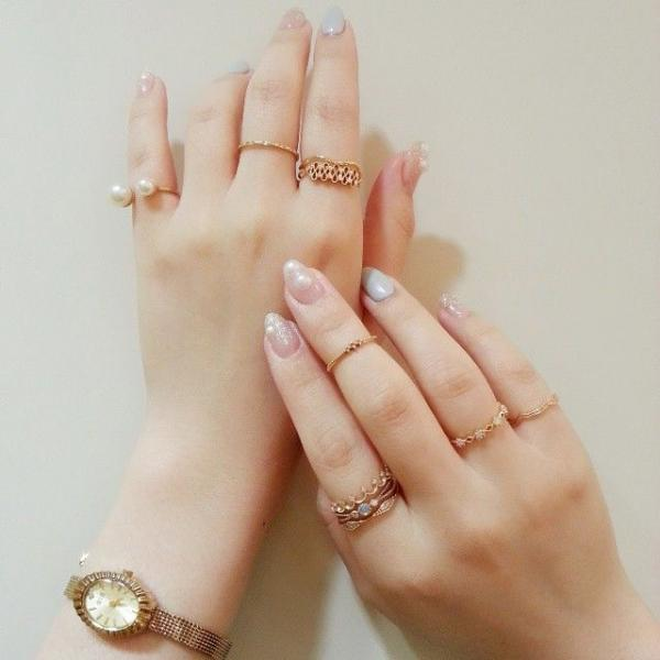 結婚指輪はどの指につける?右手・左手どっち?はめる指の意味も調査のサムネイル画像