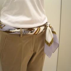 スカーフをベルト代わりに!おしゃれな巻き方・コーデまとめ!のサムネイル画像