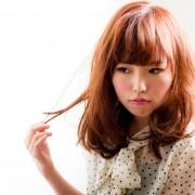 髪の毛がはねる原因は何?簡単な対策・対処法やヘアアレンジで防止するには?のサムネイル画像