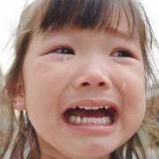 駄々をこねる子供の心理や意味は?大人の正しい対処法・駄目な対応解説のサムネイル画像